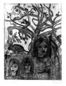zwei Kinder und ihre Mutter vor einem Baum